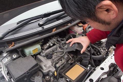クルマの「何かおかしいな?」の 原因をしっかり調査! ハイブリッド車の修理も 資格認定者が対応